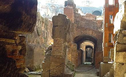 Visite guidée du Colisée en français  - Les Donjons du Colisée