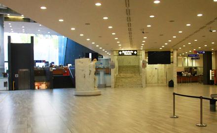TRÈS peu de gens ont l'occasion de voir l'entrée des musées du Vatican... nous avons les musées pour nous tout seuls !!!